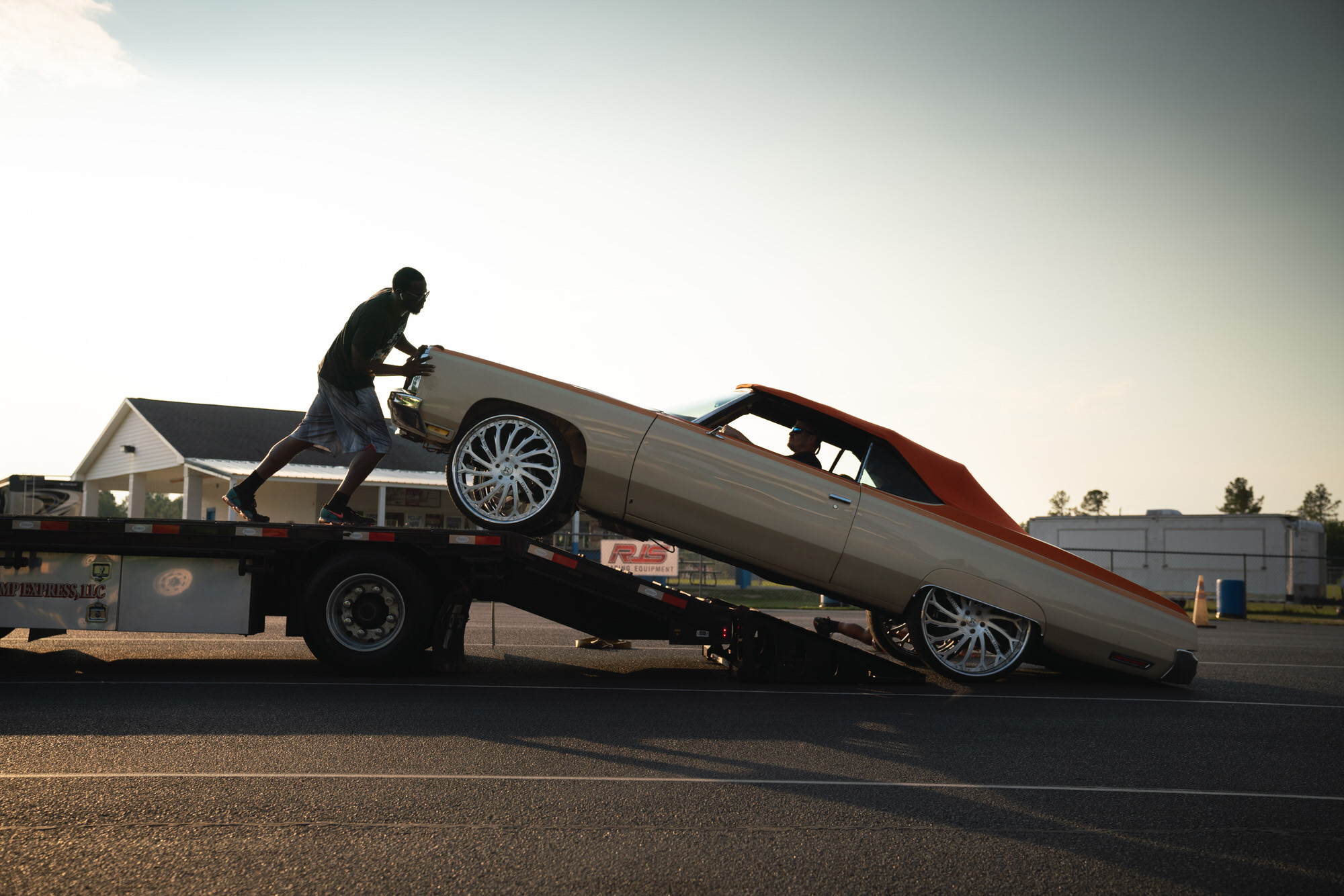 Donkmaster pushing Cantaloupe DONK off trailer at Orangeburg Dragstrip