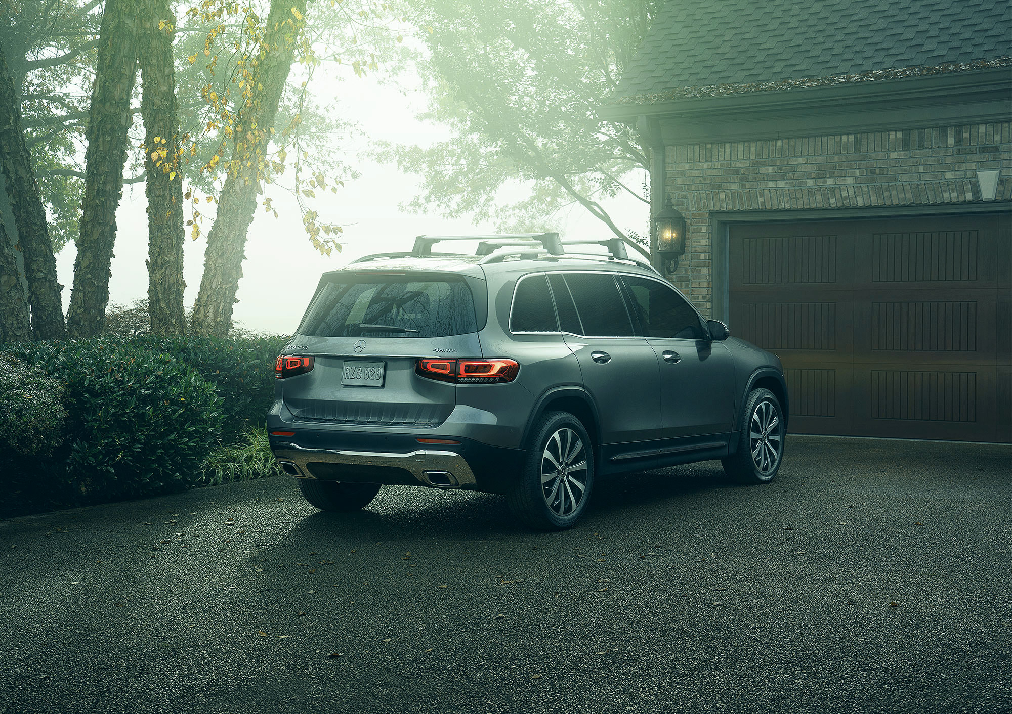 Mercedes-Benz GLB commercial photography