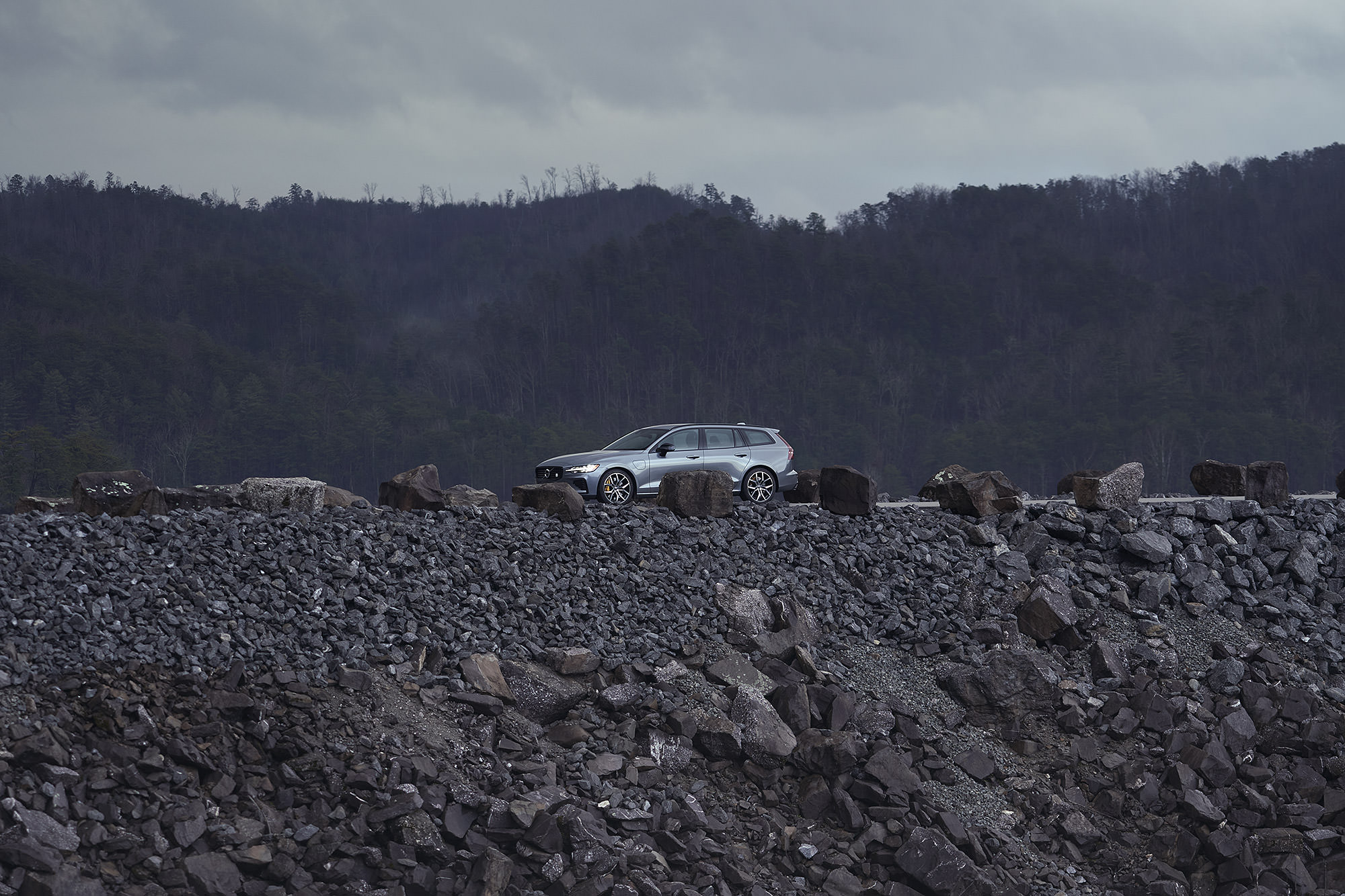 Volvo V60 T8 Polestar surrounded by rocks in the morning fog