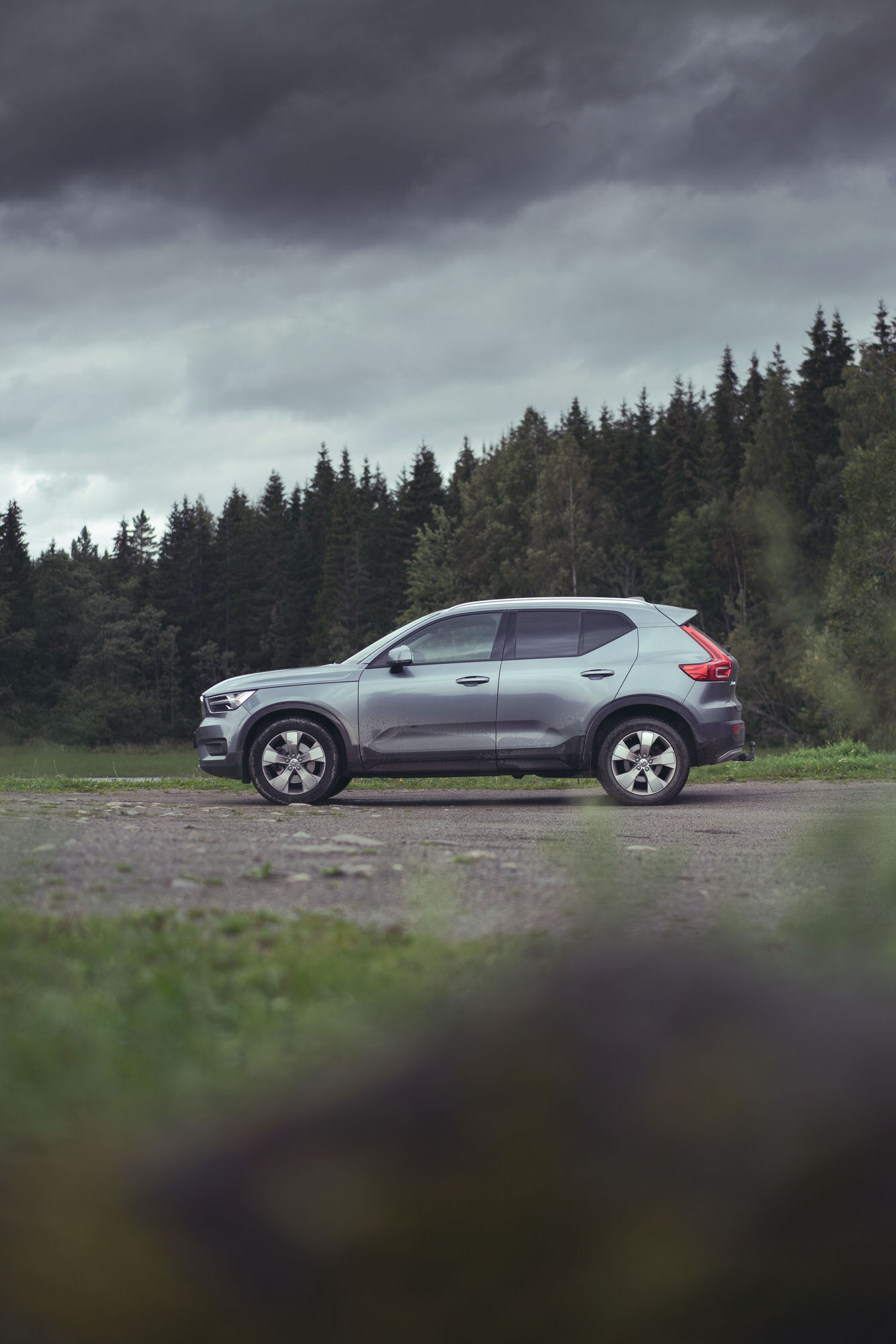 Profile side shot of silver Volvo XC40 in Hamar, Norway